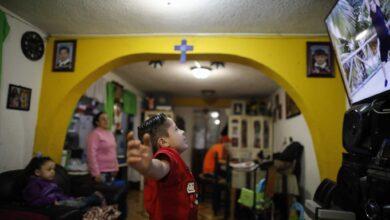 México: Regresan a clases 30 millones de estudiantes con televisión y un call center para dudas