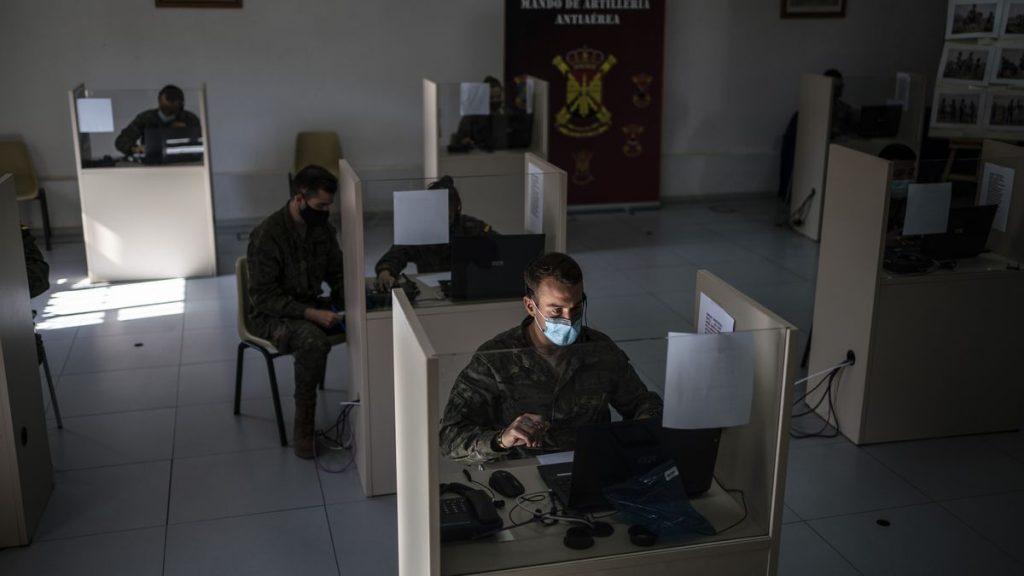 Un 'call center' contra el coronavirus en un cuartel de Artillería de Madrid