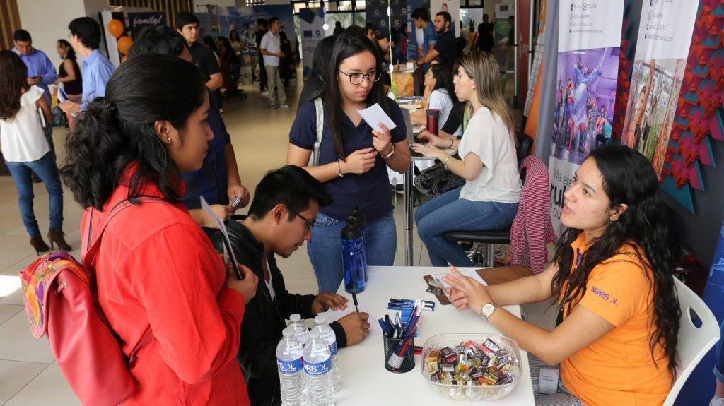 Guatemala: Call center entre sectores de mayor demanda en Feria de Empleo