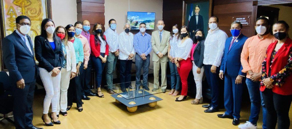 República Dominicana: MESCYT y Teleperformance brindan oportunidades a egresados de inglés de inmersión