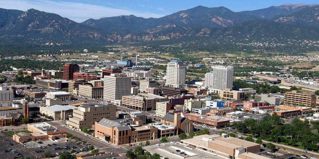 Algunos empleadores de Colorado Springs regresan a la oficina, otros están esperando