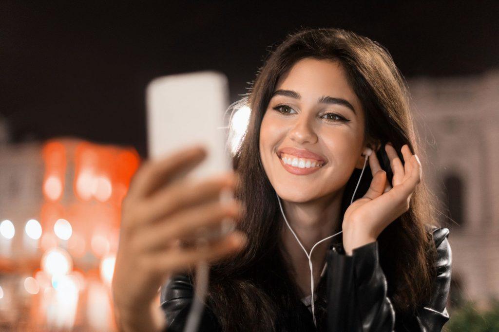 Tiempo en línea: en 2025 los marroquíes se conectarán 11 horas más por semana